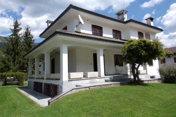 App in villa con giardino p 1 for Appartamento oltre il costo del garage