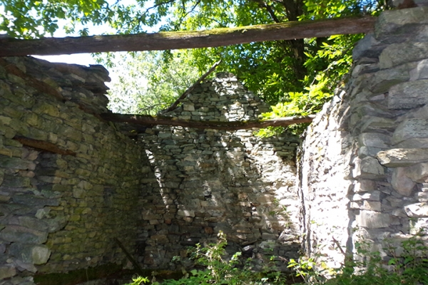 Masera rustico con giardino - Giardino rustico ...